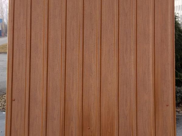 Trapézový plech - profil - štruktúra dreva - zlatý dub. Bynikajúca cena, rýchle dodanie.